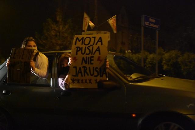 Kilkadziesiąt samochodów wyjechało w ramach protestu na ulice Tarnowskich GórZobacz kolejne zdjęcia/plansze. Przesuwaj zdjęcia w prawo - naciśnij strzałkę lub przycisk NASTĘPNE