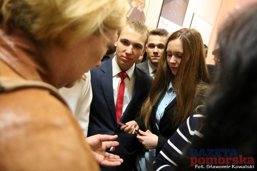 Matura 2015W Toruniu tuż przed egzaminem towarzyszyliśmy uczniom I LO
