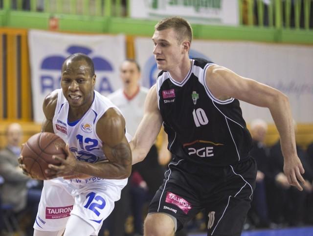 b Danny Gibson (z piłką) w niedzielę w meczu z Turowem Zgorzelec zagrał najlepszy swój mecz w barwach Rosy. Swoją formę chciałby potwierdzić w Gdyni.