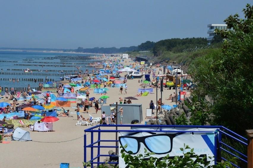 """Certyfikaty """"Błękitnej Flagi"""" dla najlepszych plaż, kąpielisk i marin nadmorskich zostały już przyznane. Tradycyjnie otrzymały je także miejsca w naszej części Pomorza. Sprawdź pełną listę na kolejnych slajdach!"""