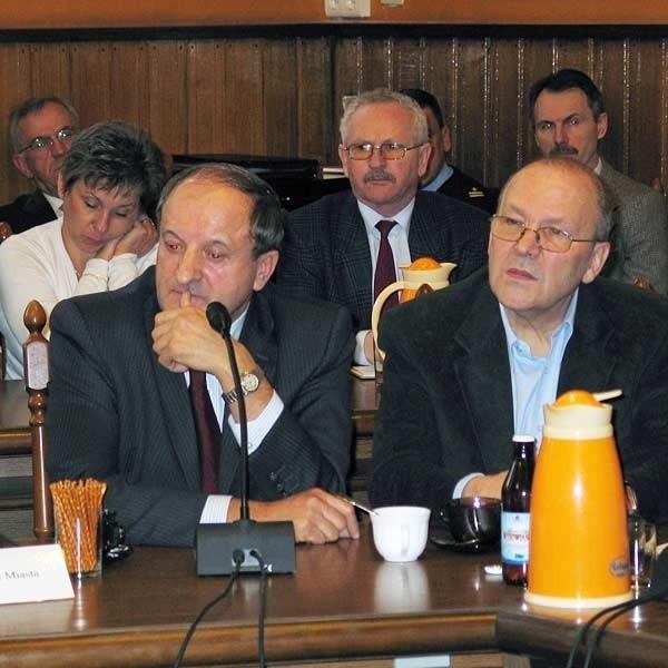 Stanley Rokicki (z prawej) i Władysław Kruczek chcą w Przemyślu zrobić interes na ciągnionych włóknach bazaltowych. Czas pokaże, czy zyska na tym również miasto.