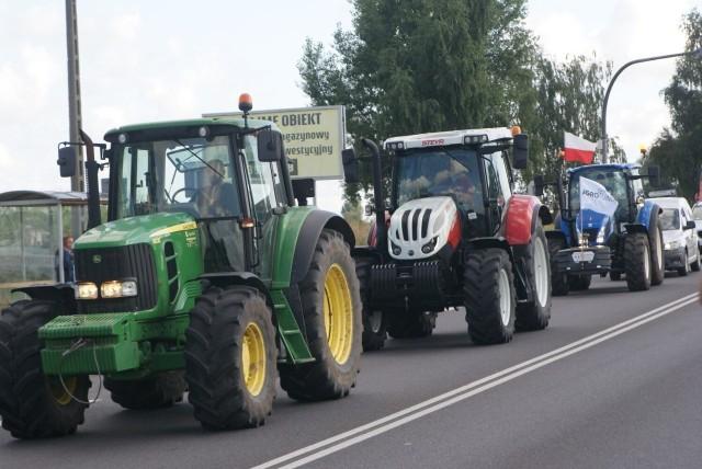 Protest rolników. Wyjechali ciągnikami na trasę Kalisz - Ostrów