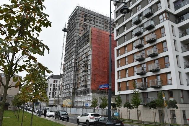 """Pierwszy w Polsce ranking najbardziej dochodowych  dzielnic miast pod względem wynajmu mieszkań zdominowały dystrykty Warszawy, Gdańska, Krakowa i Wrocławia, ale na wysokim czwartym oraz piątym miejscu uplasowały się dwie łódzkie dzielnice.  ZOBACZ GDZIE SĄ NAJBARDZIEJ DOCHODOWE MIESZKANIA - KLIKNIJ DALEJ<script class=""""XlinkEmbedScript"""" data-width=""""854"""" data-height=""""480"""" data-url=""""//get.x-link.pl/0b22361f-78ff-12c2-925a-32c057098595,cc198317-d5dd-dc24-0831-10e5d5c30840,embed.html"""" type=""""application/javascript"""" src=""""//prodxnews1blob.blob.core.windows.net/cdn/js/xlink-i.js?v1""""></script>"""