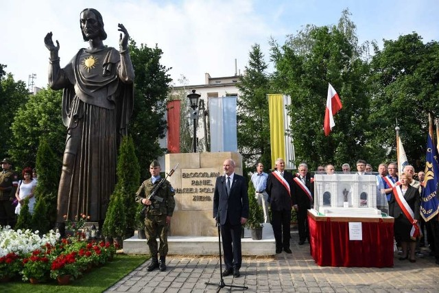 Poświęcenie figury Chrystusa. Antoni Macierewicz w Poznaniu