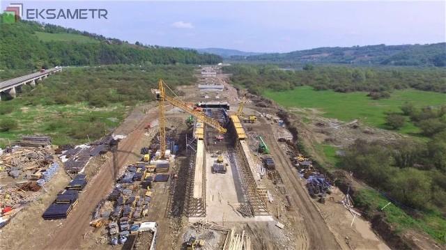 W Kurowie za ponad 200 mln zł powstaje nowy most, który będzie częścią nowej DK 75, tzw. Sądeczanki