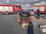 Wypadek na drodze wojewódzkiej nr 975 w Wojniczu. Jedna osoba ranna po zderzeniu dwóch samochodów
