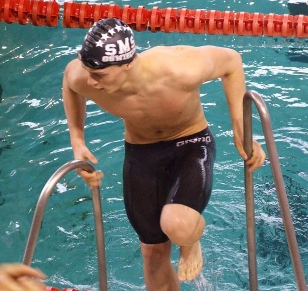 Wojciech Wojdak małymi krokami ciągle posuwa się naprzód w seniorskiej pływackiej karierze.