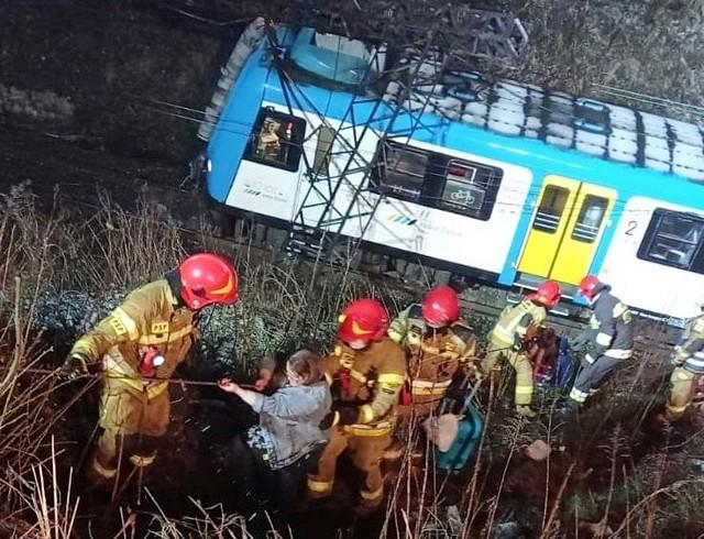 Wypadek pociągu w Chorzowie.Zobacz kolejne zdjęcia. Przesuwaj zdjęcia w prawo - naciśnij strzałkę lub przycisk NASTĘPNE