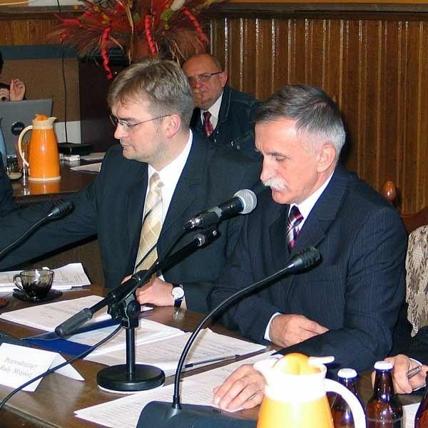 Nowe władze przemyskiej Rady Miasta (od lewej): Rafał Oleszek i przewodniczący Adam Łoziński