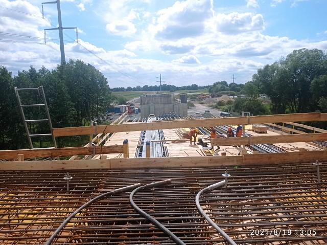 Budowa wschodniej obwodnicy Wrocławia na odcinku Łany - Długołęka. Stan prac na drugą połowę sierpnia 2021