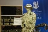 Wojsko we Wrocławiu wyprzedaje sprzęt. Obok sanitarki... stół do tenisa