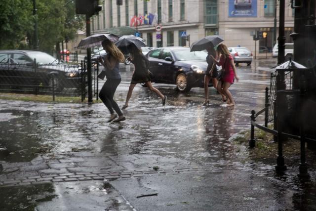 IMGW wydał ostrzeżenie drugiego stopnia przed burzami z gradem w Małopolsce.