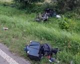 Dramatyczny wypadek w Osieku. Sarna wyskoczyła po koła motocykla Harley Davidson. Prowadząca go kobieta trafiła do szpitala [ZDJĘCIA]