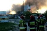 Potężny pożar we Wrocławiu. Płoną chemikalia, słychać wybuchy