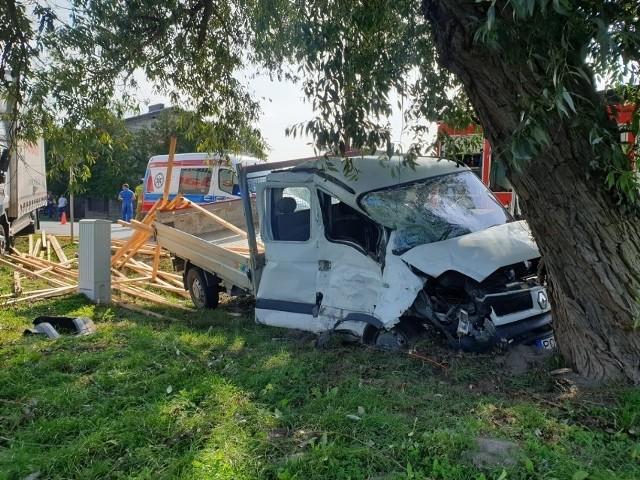 W wypadku brały udział samochód dostawczy przewożący drewno oraz ciężarówka.
