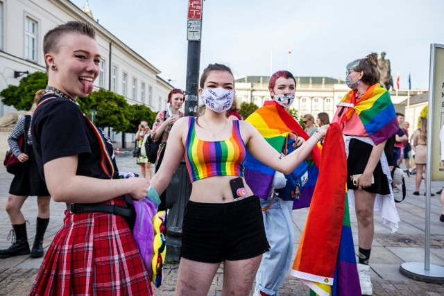 W Boże Ciało przed Pałacem Prezydenckim w Warszawie odbyła się impreza pod nazwą Tęczowe Disco
