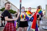 Tęczowe Disco przed Pałacem Prezydenckim [zdjęcia] [wideo] W szeregach opozycji ostry spór ws. LGBT. Robert Biedroń: PO chowa głowę w piasek