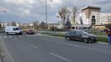 Wypadek na skrzyżowaniu ulic Wyszyńskiego i Bema. Zderzenie toyoty z dostawczakiem. Kobieta wymusiła pierwszeństwo [ZDJĘCIA]