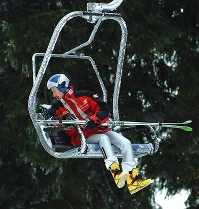 Adam Małysz skończy 1 grudnia 32 lata. Jeszcze żaden skoczek po trzydziestce nie został mistrzem olimpijskim. Czy ,,Orzeł z Wisły'' przełamie tę barierę?