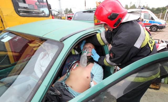 Wypadek tramwaju i samochodu w Łodzi. Wielu rannych [SYMULACJA]