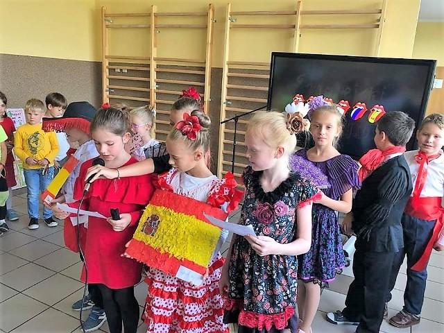 Poszczególne klasy przybliżały różne państwa i języki europejskie. Nauka łączyła się z zabawą.