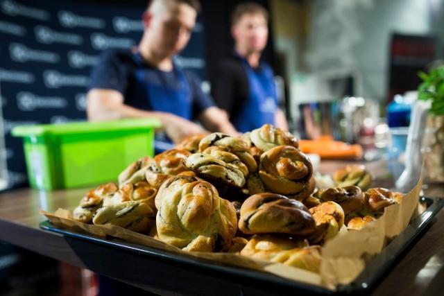 Mimo szalejącej pandemii we Wrocławiu otwierają się nowe lokale gastronomiczne. Zobacz na kolejnych slajdach lokale gastronomiczne, które otworzyły się we Wrocławiu w czasie pandemii - posługuj się myszką, klawiszami strzałek na klawiaturze lub gestami