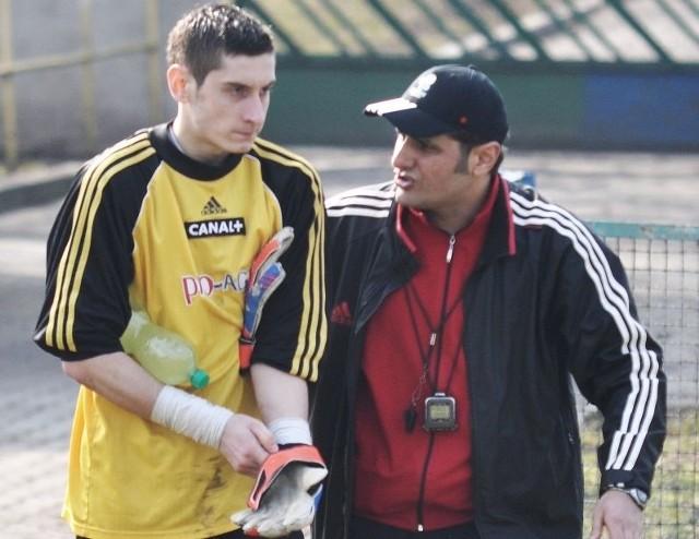Areg Gadachik (z prawej) nie trenuje już kietrzan.