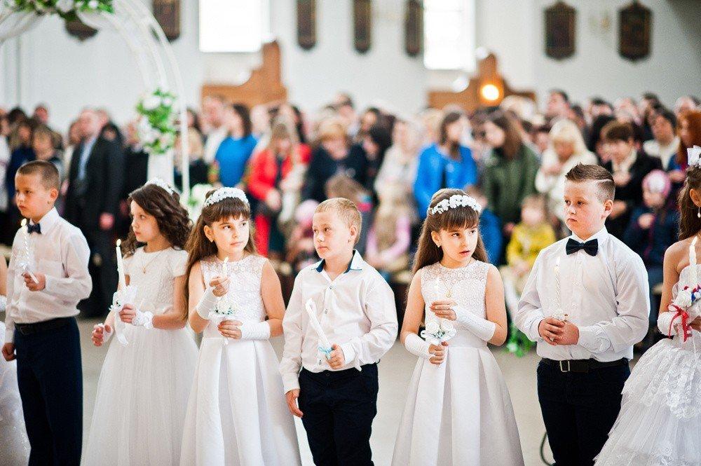 d1264e1905 Pierwsza Komunia Święta to wielki dzień dla dzieci. Życzenia dla nich muszą  być dobrze przemyślane