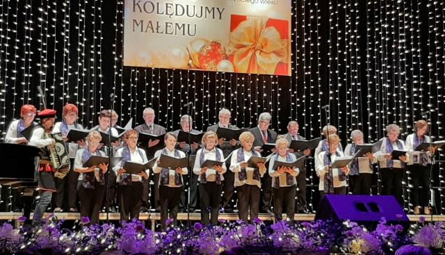 Zespół Niepołomiczanie działa przy Domu Kultury Seniora od blisko dwóch lat. Grupa dała już kilka dużych koncertów, m.in. w Filharmonii Częstochowskiej (w styczniu 2020)