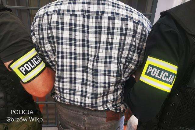 44-letni mężczyzna przyznał się do winy. Został zatrzymany przez policję.