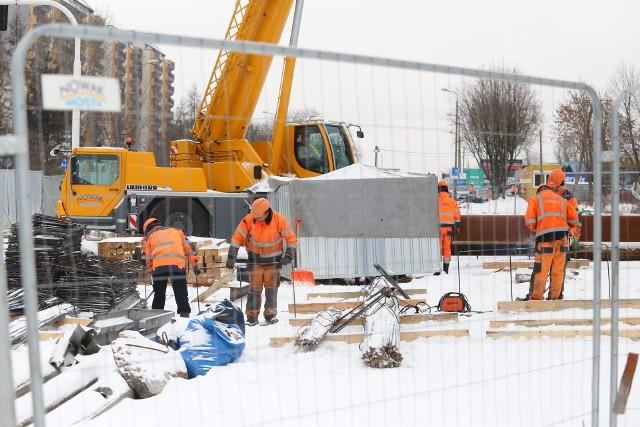 Trwa budowa nowej linii tramwajowej w Sosnowcu. W dzielnicy Zagórze na ul. Braci Mieroszewskich powstaje tunel. Zobacz kolejne zdjęcia. Przesuń zdjęcia w prawo - wciśnij strzałkę lub przycisk NASTĘPNE
