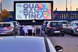 Zobacz, jak działa kino samochodowe w Łodzi. Polówka z filmami Quentina Tarantino