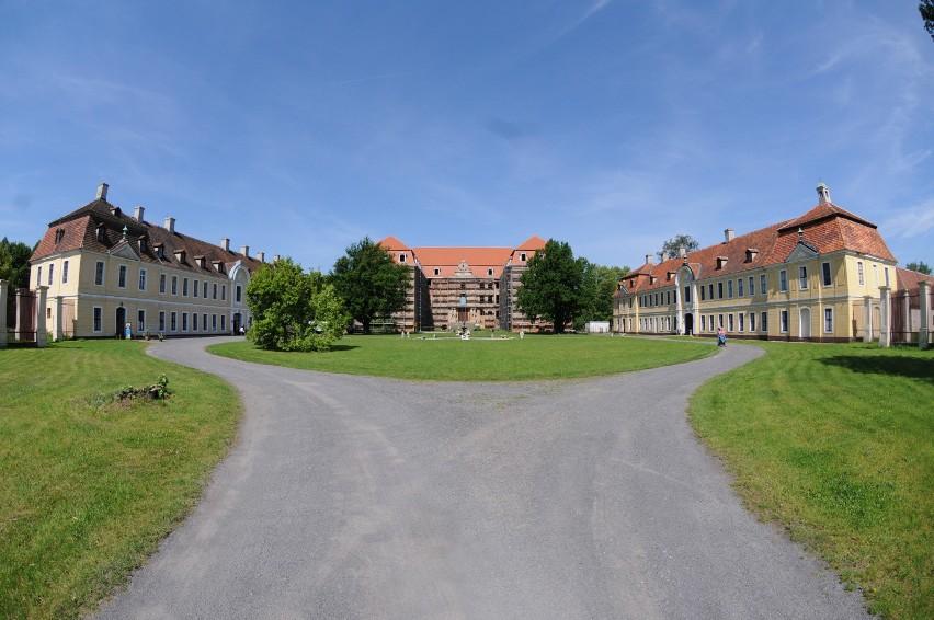 Powojenna historia pałacu była skomplikowana, kilka razy...