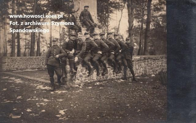 Kamienie głoszące chwałę - pomnik ofiar i wysiłku wojennego wzniesiony obok Fortu VII i odsłonięty 18 grudnia  1915 roku. Tu już w czasach polskich