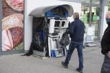 Złodzieje wysadzili bankomat na Górnej. W eksplozji został uszkodzony samochód ZDJĘCIA