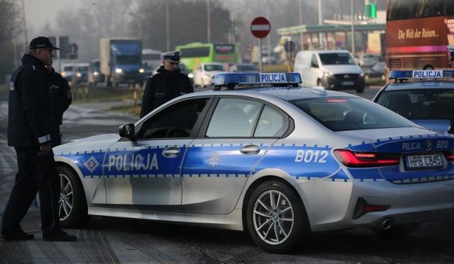 Podczas świątecznego weekendu nad bezpieczeństwem podróżujących w województwie kujawsko-pomorskim czuwało 834 policjantów ruchu drogowego oraz 1243 funkcjonariuszy innych pionów.