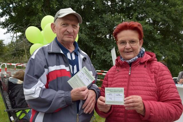 Rowerowe Święto Powiatu Nowosolskiego 2021. Ewa i Kazimierz Jakubowczakowie z Nowej Soli jeżdżą rowerami 3-4 razy w tygodniu. bardzo lubią ścieżkę Kolej na rower. To, zdaniem pani Ewy, bezpieczna i wygodna trasa