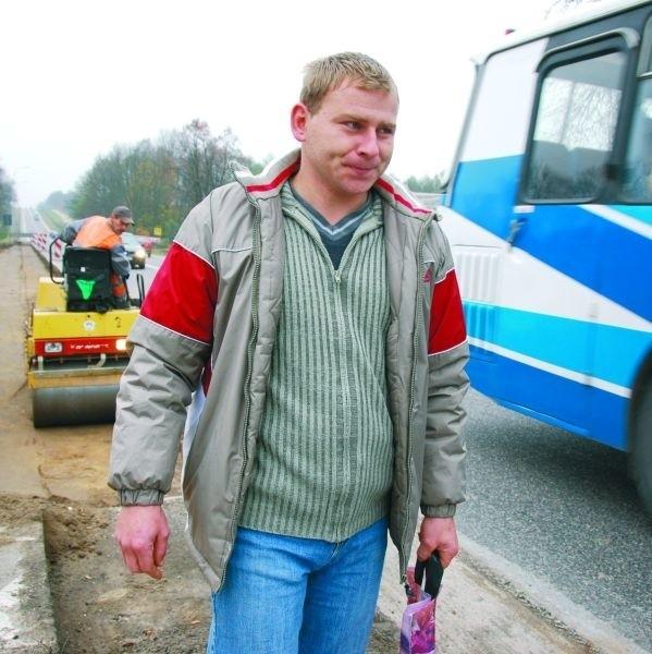 - Cała ta trasa jest niebezpieczna, podobnie to skrzyżowanie, dlatego bardzo dobrze, że w końcu będą tu lewoskręty - mówi Marek Zajkowski, którego spotkaliśmy przy skrzyżowaniu ul. Mickiewicza z szosą