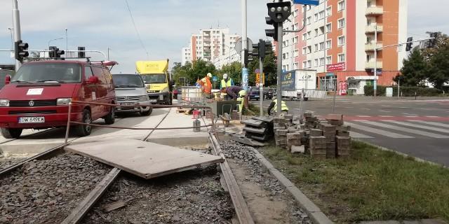 Remont torowiska tramwajowego na Hallera.