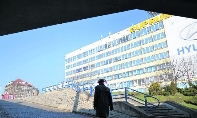 Szpetny biurowiec Cuprum wybudowano w 1967 roku. Jeszcze w tym roku ma zostać wyburzony