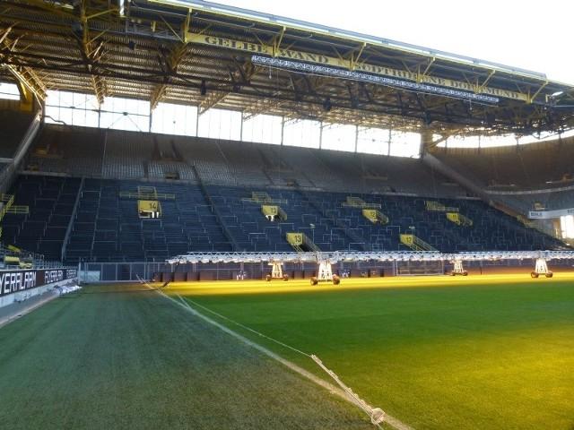 Stadion w Dortmundzie ma największą w Europie trybunę stojącą, która mieści prawie 25 tys. kibiców.
