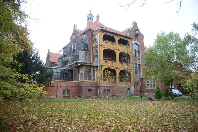 Sanatorium w Trzebiechowie wygląda magicznie. Jednak dziełem mistrza są elementy wystroju i stolarka
