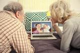 Dziadkowie to rodzinni historycy. Jak pielęgnować kontakt międzypokoleniowy w dobie koronawirusa