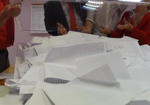 Polacy wybiorą prezydenta RP 28 czerwca. O urząd ubiega się 11 kandydatów. Głosowanie będzie hybrydowe: tradycyjne w lokalach i korespondencyjne