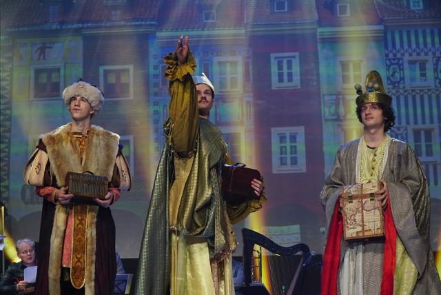 Tegoroczny Orszak Trzech Króli odbędzie się w innej formie, ale poznaniacy będą mogli wziąć udział w tym wydarzeniu. Zamiast jasełek na ulicach Poznania, będzie spektakl transmitowany online. Zobacz zdjęcia z próby generalnej spektaklu Orszaku Trzech Króli.