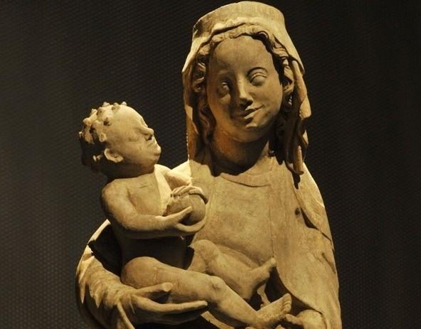 Rzeźba Madonny z Dzieciątkiem
