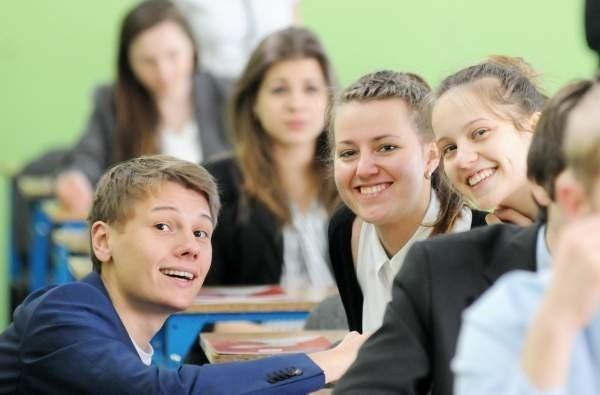 Uczniowie Liceum Ogólnokształcącego w Zielonej Górze podczas egzaminu z matematyki.