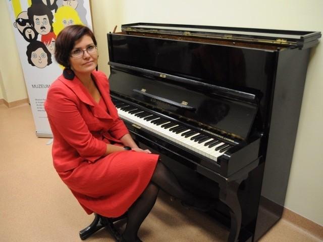 - To pierwsze pianino z taką historią w naszych zbiorach - mówi Małgorzata Klasicka, dyrektor MPP.