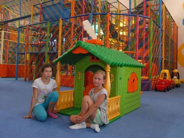 """Wielka sala zabaw dla dzieci, a dla rodziców fitness, squash i sauna - to oferta otwartego niedawno w Rzeszowie Centrum Rozrywkowego """"Kolorowy Świat""""."""