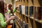 Najpopularniejsze audiobooki. Zobacz, co wypożyczają wrocławianie [TOP 10 - GALERIA]